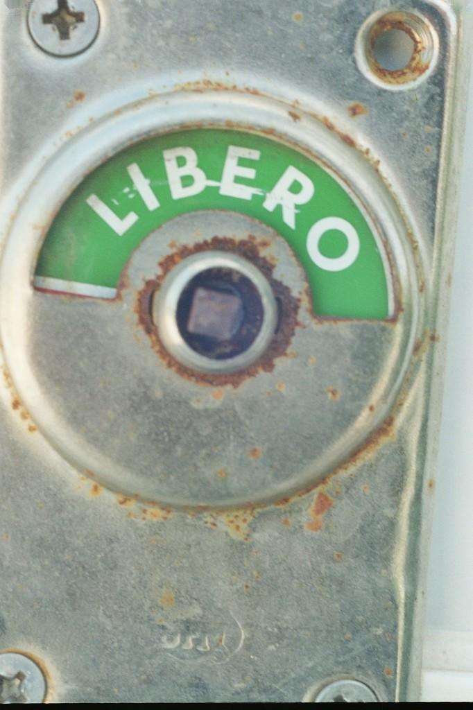 9_la_libertà_è_sempre_storta_3