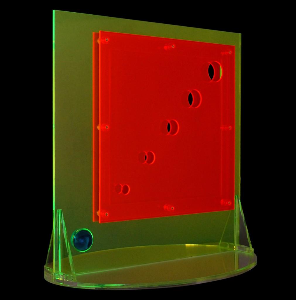 Quarta dimensione scultura in plexiglass colorato cm 100 x 50 x h 100